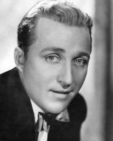 "Harry Lillis ""Bing"" Crosby (n 3  mai 1903 – d. 14  octombrie 1977) cantaret si  actor american - foto - en.wikipedia.org"