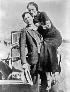 Bonnie Parker si Clyde Barrow - foto - en.wikipedia.org