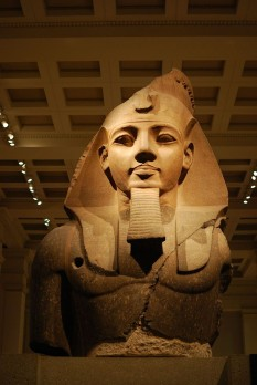 Bustul colos al lui Ramses II - foto - ro.wikipedia.org
