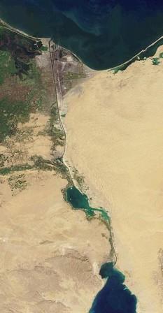 Canalul Suez, văzut de pe orbită; imagine a NASA - foto - ro.wikipedia.org