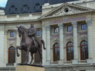 Statuia regelui Carol I de sculptorul Ivan Mestrovic - foto preluat de pe cersipamantromanesc.wordpress.com
