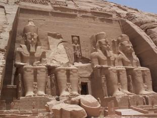 Fațada templului principal din Abu Simbel - foto - ro.wikipedia.org