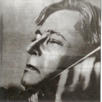 George Enescu (n. 19 august 1881, Liveni-Vârnav, Botoșani, România – d. 4 mai 1955, Paris, Franța) a fost un compozitor, violonist, pedagog, pianist și dirijor român. Este considerat cel mai important muzician român - in imagine, George Enescu interpretând Poemul de Chausson - foto: ro.wikipedia.org