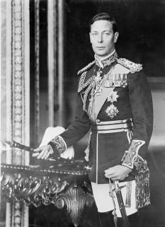 George al VI-lea al Angliei (pe numele sau întreg Albert Frederick Arthur George, 14 decembrie 1895, d. 6 februarie 1952), rege al Marii Britanii, al Irlandei și al altor dominioane britanice, împărat al Indiei din 11 decembrie 1936 - in imagine, George al VI-lea al Regatului Unit, portret oficial, circa 1940–46 - foto: en.wikipedia.org