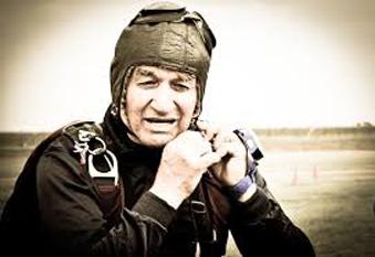 Gheorghe Iancu, (n. 18 noiembrie 1933, în comuna Falaşteanca, judeţul Giurgiu) parasutist roman, detinator a mai multor recorduri nationale si mondiale - foto: cersipamantromanesc.wordpress.com