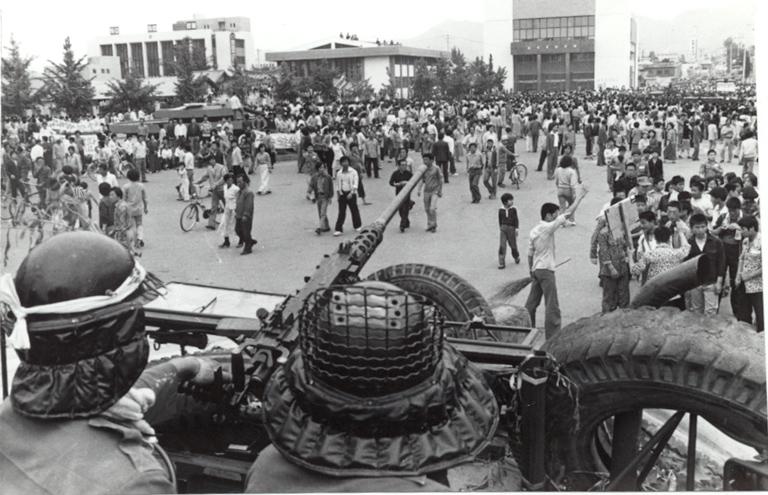 18 mai 1980: Studenții din Gwangju, Coreea de Sud încep demonstrațiile, cerând reforme democratice - foto: koreabang.com