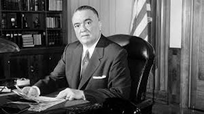 John Edgar Hoover (n. 1 ianuarie 1895, la Washington, D.C. - d. 2 mai 1972, la Washington, D.C.) a fost directorul Biroului Federal de Investigații (FBI) de la 10 mai 1924 până la moartea sa, adică timp de 48 de ani. Până azi, J. Edgar Hoover a rămas cel mai mult timp în fruntea unei agenții americane, servind sub opt președinți, de la Calvin Coolidge la Richard Nixon. După el, a fost instaurat un mandat de zece ani pentru funcția de director al FBI - foto: cersipamantromanesc.wordpress.com