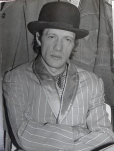 """Liviu Tudan, compozitor român de muzică pop-rock,solist vocal  şi basist, liderul trupei   """"Roşu şi Negru"""" - foto - andreipartos.ro"""