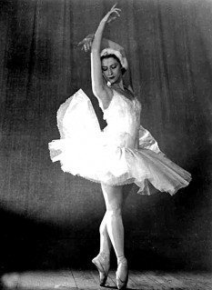 Maya Plisetskaya - in Swan Lake with the Bolshoi Ballet, 1966 - foto preluat de pe en.wikipedia.org