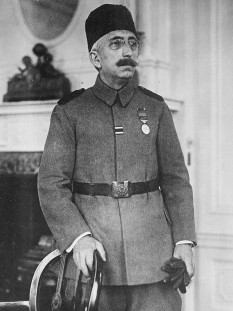 Mehmed VI, who is also known as Şahbaba (meaning Emperor-father) among his relatives, (14 January 1861 – 16 May 1926) was the 36th and last Sultan of the Ottoman Empire, reigning from 1918 to 1922.  foto: en.wikipedia.org