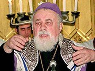 Moses David Rosen, rabin  şef al Cultului Mozaic din România - foto preluat de pe cersipamantromanesc.wordpress.com
