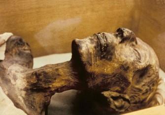 Mumia faraonului Ramses II expusă în Muzeul din Cairo - foto - ro.wikipedia.org