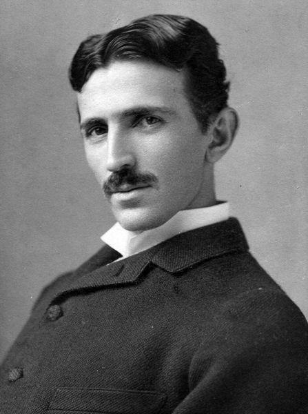 Nikola Tesla (n. 10 iulie 1856, Smiljan, Austro-Ungaria, astăzi în Croația – d. 7 ianuarie 1943, New York, SUA) a fost un inventator, fizician, inginer mecanic, inginer electrician și unul dintre promotorii cei mai importanți ai electricității comerciale - in imagine,  Nikola Tesla (cca. 1890) - foto: ro.wikipedia.org