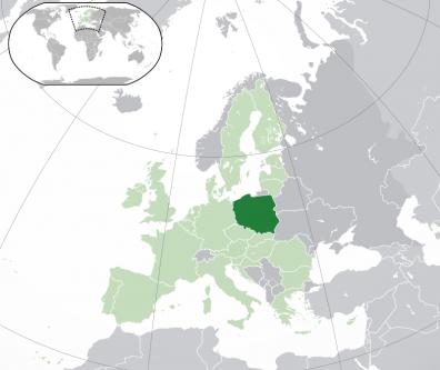 Polonia (în poloneză Polska, oficial Republica Polonă, în poloneză) este o țară din Europa Centrală, care se învecinează cu Germania la vest, cu Cehia și Slovacia la sud, cu Ucraina și Belarus la est și cu Lituania, Rusia și Marea Baltică la nord. Are, de asemenea, o frontieră maritimă cu Danemarca și Suedia. Întreaga suprafață a Poloniei este de 312.679 km², situând acest stat pe poziția 70 în lume din punct de vedere al suprafeței. Polonia are o populație de 38,5 milioane de locuitori, concentrați, în principal, în orașe și municipii mai mari, precum capitala istorică – Cracovia, și cea actuală – Varșovia - foto: ro.wikipedia.org