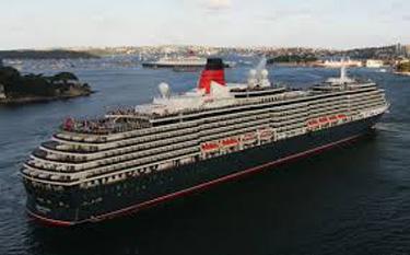 "Nava britanica  ""Queen Elizabeth 2"" - foto preluat de pe cersipamantromanesc.wordpress.com"