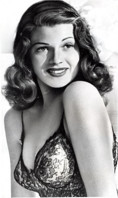 Rita Hayworth (n. 17 octombrie 1918 - d. 14 mai 1987), actriță americană care a devenit faimoasă în anii '40, fiind considerată sex simbolul acelei ere. A murit din cauza bolii Alzheimer la vârsta de 68 de ani - foto: cersipamantromanesc.com