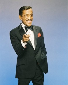 Sammy Davis Jr., dansator, cantaret si muzician american -  foto preluat de pe cersipamantromanesc.com