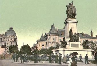Statuia lui Ion C. Brătianu în Piața Universității din București (1903) - foto preluat de pe cersipamantromanesc.wordpress.com