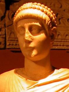 Imparatul roman Valentinian al II-lea (Flavius Valentinianus)  -  foto preluat de pe ro.wikipedia.org