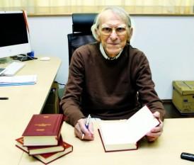 Vintilă Corbul, (n. 26 mai 1916 – d. 30 ianuarie 2008), numele complet Vintilă Dumitru Corbul Economu Popescu, a fost un scriitor român contemporan și autor de scenarii de film, care s-a stabilit în Franța în 1979 - foto:- moviespictures.org