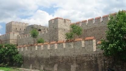 Zidurile orasului Constantinopol - foto preluat de pe cersipamantromanesc.wordpress.com