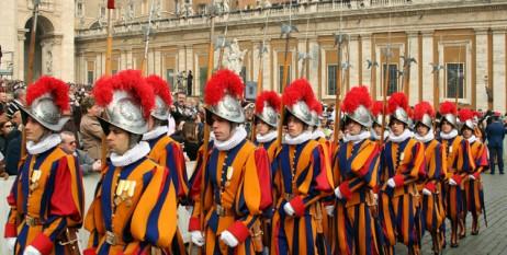 Depunerea  juramantului  de catre noii recruti din Garda Elvetiana - foto preluat de pe cersipamantromanesc.wordpress.com