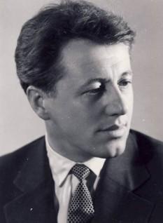 András Sütő (n. 17 iunie 1927, Cămăraș, județul Cluj (interbelic) — d. 30 septembrie 2006, Budapesta) scriitor maghiar și demnitar comunist român, membru al Partidului Comunist Român din anul 1947 - foto - ro.wikipedia.org