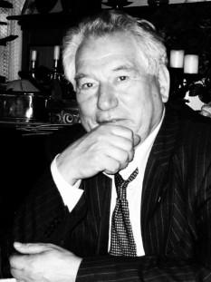 Cinghiz Aitmatov  (n. 12 decembrie 1928, Șeker, RSSA Kirghiză, URSS - d. 10 iunie 2008, Nürnberg, Germania) scriitor kîrgîz, cel mai cunoscut al țării sale -