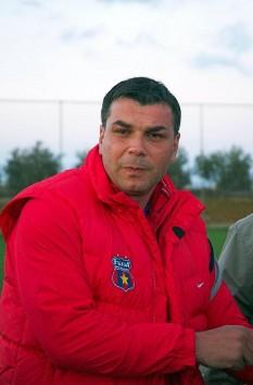 Aurelian Cosmin Olăroiu (n. 10 iunie 1969, București) este un antrenor român de fotbal, care antrenează în prezent echipa Al Ain și un fost jucător - foto - ro.wikipedia.org
