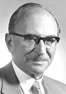 Dennis Gabor (în maghiară Gábor Dénes) (n. 5 iunie 1900, Budapesta – d. 9 februarie 1979, Londra)  fizician și inventator maghiar, celebru pentru inventarea holografiei, pentru care a primit Premiul Nobel pentru Fizică în 1971 - foto - ro.wikipedia.org