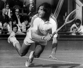 Ilie Năstase (n. 19 iulie 1946, București) fost jucător profesionist de tenis de câmp și unul dintre cei mai importanți jucători de tenis ai anilor 1970, fiind numărul unu mondial de două ori, în 1972 și 1973  - foto: observator.tv