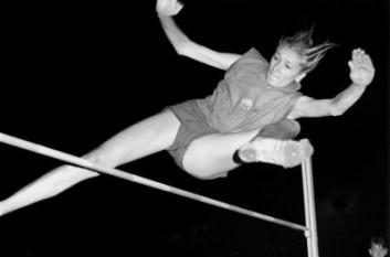 Iolanda Balaș Sőtér (în maghiară Balázs Jolán) (n. 12 decembrie 1936, Timișoara) campioană olimpică română de etnie româno-maghiară (tatăl român și mama maghiară), care a dominat proba de săritura în înălțime timp de un deceniu. Din 1988 până în 2005 a fost președinta Federației Române de Atletism - foto - cersipamantromanesc.wordpress.com