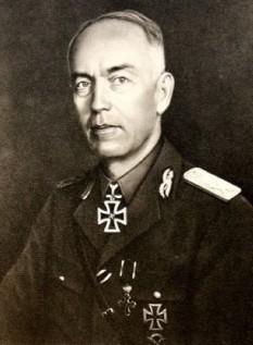 Ion Victor Antonescu (cunoscut și sub apelativul Mareșalul Antonescu; n. 2 iunie 1882, Pitești - d. 1 iunie 1946, închisoarea Jilava), militar și om de stat român, ofițer de carieră, general, șeful secției de operații a Marelui Cartier General al Armatei în Primul Război Mondial, atașat militar la Londra și Paris, comandant al Școlii Superioare de Război, șef al Marelui Stat Major și ministru de război, iar din 4 septembrie 1940 până în 23 august 1944 a fost prim-ministru al României și Conducător al Statului - foto - ro.wikipedia.org