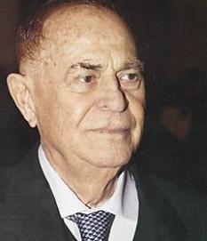 Iosif Constantin Drăgan (n. 20 iunie 1917, Lugoj, d. 21 august 2008, Palma de Mallorca) om de afaceri român, stabilit de decenii în Italia - foto - ro.wikipedia.org
