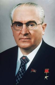 Iuri Vladimirovici Andropov (n. 2 iunie 1914 (S.N. 15 iunie) — d. 9 februarie 1984) politician sovietic, șef al KGB, secretar general al PCUS din 12 noiembrie 1982 până la moarte, timp de doar șaisprezece luni - foto - britannica.com