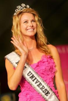 Jennifer Hawkins (born 22 December 1983 in Holmesville, New South Wales), prezentatoare  de televiziune australiana, a fost aleasă Miss Univers 2004 - foto - cersipamantromanesc.wordpress.com