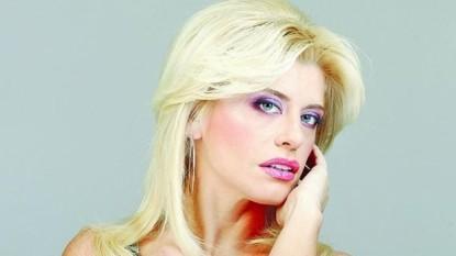Loredana Groza Boncea (n. 10 iunie 1970, Onești, județul Bacău) cântăreață de muzică ușoară din România, actriță, compozitoare, prezentatoare TV, autor, dansator - foto - stiri.tvr.ro