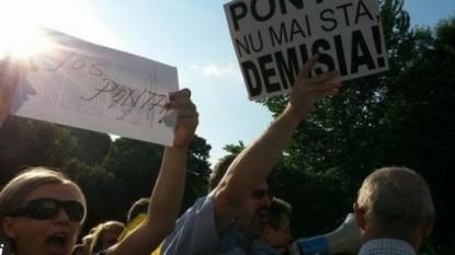 Manifestaţie anti-Ponta la guvern - foto - b365.ro