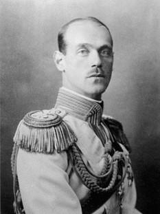 Marele Duce Mihail al Rusiei, Mihail Alexandrovici Romanov, numit uneori și Țarul Mihail II (n. 22 noiembrie 1878 (S.N. 4 decembrie) - d. cca. 12 iunie 1918) fiul țarului Alexandru al III-lea și fratele țarului Nicolae al II-lea - foto - ro.wikipedia.org