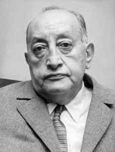 Miguel Ángel Asturias (n. 19 octombrie 1899; d. 9 iunie1974, Madrid) cel mai important scriitor din Guatemala, creația sa literară fiind răsplătită cu un Premiul Nobel pentru Literatură în anul 1967 - foto - cersipamantromanesc.wordpress.com