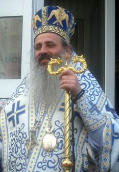 Teofan Savu, pe numele de mirean Dumitru Savu, (n. 19 octombrie 1959, comuna Corbi, județul Argeș) este din anul 2008 arhiepiscop al Iașilor și mitropolit al Mitropoliei Moldovei și Bucovinei - foto - ro.wikipedia.org