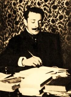 Ovid Aron Densusianu (numele de familie pronunțat Densușianu; n. 29 decembrie 1873, Făgăraș – d. 8 sau 9 iunie 1938, București) a fost un filolog, lingvist, folclorist, istoric literar și poet român, membru titular al Academiei Române și profesor la Universitatea din București - foto: ro.wikipedia.org