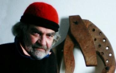 Paul Neagu (n. 22 februarie 1938, București - d. 16 sau 18 iunie 2004, Londra) artist plastic, pictor, desenator, grafician, sculptor, poet, profesor de arta român - englez - foto - cersipamantromanesc.wordpress.com