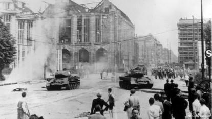 17 IUNIE 1953, BERLINUL DE EST: PIETRE VERSUS TANCURI - foto - dw.de