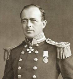 Robert Falcon Scott (n. 6 iunie 1868 — d. 29 martie 1912) a fost un ofițer englez, explorator al Antarcticii, cunoscut și datorită faptului că a pierdut întrecerea cu Roald Amundsen de a ajunge primul la Polul Sud, pierzându-și viața la întoarcere împreună cu cei 4 membri ai expediției - foto: ro.wikipedia.org