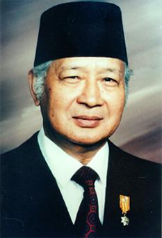 Suharto (n. 8 iunie 1921, d. 27 ianuarie 2008) lider militar și politic indonezian, cunoscut drept al doilea președinte al Indoneziei, între anii 1967 - 1998 - foto - ro.wikipedia.org