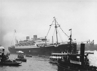 Vasul St.Louis ancorat in portul Havana - foto - cersipamantromanesc.wordpress.com