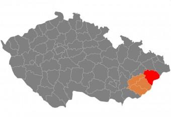 Districtele din Republica Cehă care corespund în întregime (roșu) sau parțial (portocaliu) cu Valahia moravă - foto - cubreacov.wordpress.com