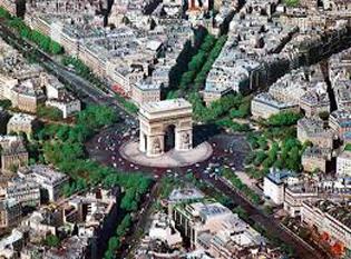 Arcul de Triumf  este un monument situat în Paris, în Place de l'Étoile, la extremitatea vestică a bulevardului Champs-Élysées (cel mai frumos bulevard din lume, după parizieni). Se află la intersecția mai multor bulevarde, cum ar fi Grande Armee, Wagram și, bineînțeles, Champs-Élysées - foto - cersipamantromanesc.wordpress.com