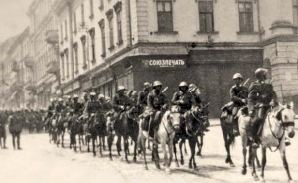 Armata Română intrând în Cernăuţi în 1941 - foto: worldwideromania.com